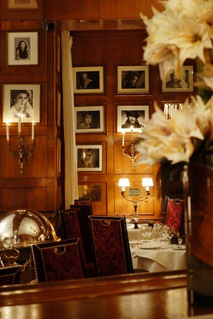 fouquet's best luxury gourmet michelin restaurants paris france